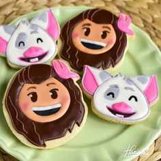 Moana and Pua the pig Cookies from Disney Emoji Blitz Full video tutorial can be found in the Character Cookies Playlist on my you tube channel Haniela's. Link to my channel is in my profile. #hanielas #cookiedecorating #cookieart #foodart #moana #pua #disneyemojiblitz #disney