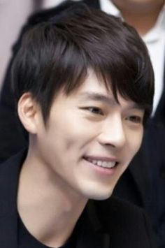 Hyun Bin's dimples make me want to pinch his cheeks! He's way too cute for his age. Aigoo