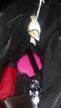 DIY Taschen Lufterfrischer  Du brauchst: Auto Lufterfrischer Schmucksäckchen Watte  Dekoration