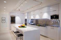 Pruhované podsvícení v kuchyni