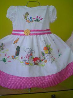 Inicio - Página Jimdo de bordadoscartaguenos Toddler Dress Patterns, Girl Dress Patterns, Toddler Girl Dresses, Little Girl Dresses, Girls Dresses, Baby Girl Fashion, Toddler Fashion, Kids Outfits Girls, Girl Outfits