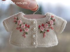 Patterns For Crochet Baby Shoes - Best Knitting Baby Knitting Patterns, Hand Knitting, Crochet Patterns, Kids Knitting, Embroidery Stitches, Embroidery Patterns, Hand Embroidery, Silk Ribbon Embroidery, Knitting Projects