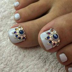 80 ideas to create the best Halloween nail decoration - My Nails Pretty Toe Nails, Cute Toe Nails, Toe Nail Art, Feet Nail Design, Toe Nail Designs, Nail Jewels, Nail Art Rhinestones, Gem Nails, Bling Nails