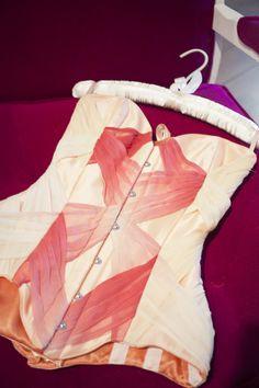 """corsé """"Lace Wings"""" contraposición de drapeados en gasas y tules sobre la estructura rígida del corsé."""