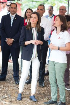 21 May 2018 - Queen Letizia visits Dominican Republic and Republic of Haiti (day Monte Plata province - shirt and trousers by Massimo Dutti Billy Elliot, Deepika Padukone Style, Royal Beauty, Queen Letizia, Royal Fashion, Business Casual, Day Dresses, Trousers, Celebrities
