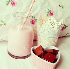 ✿ I love me some strawberry milk.