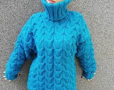 2-3 kg gemacht zu bestellen-Hand gestrickten Pullover | Etsy Knitted Cape, Hand Knitted Sweaters, Mohair Sweater, Cardigans For Women, Jackets For Women, Clothes For Women, Handgestrickte Pullover, Ladies Poncho, Oversized Jumper