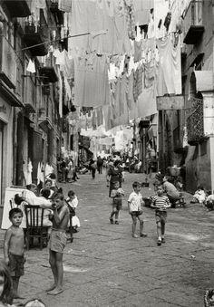 Herbert List ITALY. NAPLES. SANTA LUCIA. Via Pallonetto. 1960.