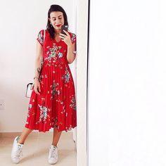 A única peça vermelha do meu armário. Vestido fofo herdado do armário da irmã @afgeissler 😂❤️ #lookdodia #ootd