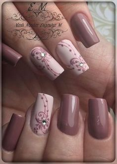 The advantage of the gel is that it allows you to enjoy your French manicure for a long time. There are four different ways to make a French manicure on gel nails. Mauve Nails, Pink Nails, Glitter Nails, Glitter Acrylics, Pink Glitter, Perfect Nails, Gorgeous Nails, Ongles Beiges, Hair And Nails