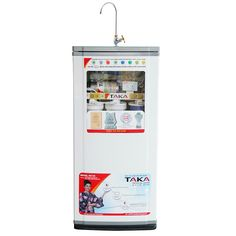 Máy lọc nước Taka R.O-VS là sản phẩm mới ra của thương hiệu Taka. Sản phẩm không chỉ sở hữu những ưu điểm nổi bật của máy lọc nước Taka R.O-V cũ mà còn được trang bị thêm những tính năng thông minh, hiện đại hơn như tự động sục lõi RO hay bộ đèn LED hiện đại hiển thị các trạng thái của máy,…