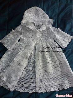 New crochet baby dress newborn christening gowns ideas Crochet Baby Socks, Crochet Baby Clothes, Crochet For Kids, Baby Knitting, Crochet Toys, Crochet Patterns Filet, Filet Crochet, Knitting Patterns, Baby Girl Dress Patterns