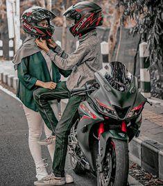Motorcycle Couple Pictures, Biker Couple, Cute Couple Images, Love Couple Photo, Tamil Tattoo, Yamaha R25, Biker Photoshoot, Gp Moto, Bike Bmw
