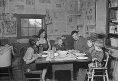 1930s family praying before dinner