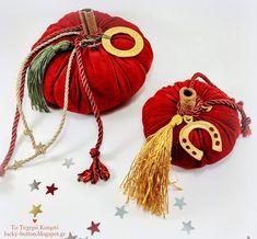 """Lucky Velvet Pumpkin"" Κολοκύθα γούρι βελούδινη Diy Christmas Gifts, Xmas, Christmas Ornaments, Holiday Decor, Fabric Pumpkins, Diy Pumpkin, Lucky Charm, Fall Halloween, Greek"
