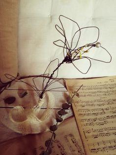 Fiore in fil di ferro creato da sissygiov su instagram: il giglio.