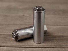 Salz- und Pfefferstreuer aus alten Motorradteilen ♥ Stahlkunst-Purrer.de Steel Art, Old Motorcycles, Salt Shakers, Objects