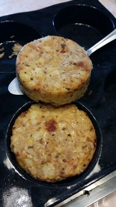 Tuna cake - Nadege Comiti - - Galette de thon An irresistible recipe, original, for every day and for all tastes! Crockpot Steak Recipes, Baked Chicken Recipes, Cooking Recipes, Healthy Recipes, Healthy Breakfast Wraps, Pie Co, Cooking Classes Nyc, Good Food, Yummy Food