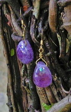 """""""Gotas de Lilás"""" - brincos feitos artesanalmente de vidro tipo murano.  R$48"""