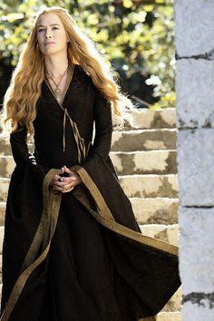 Cersei Lannister (Lena Headey) in GoT Game of Thrones as Queen Regent of King's Landing. Lena Headey, Cercei Lannister, Cersei Lannister Costume, Costumes Game Of Thrones, Queen Cersei, Got Costumes, Petyr Baelish, Game Of Thrones Series, Design Textile