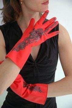 """""""Lola & Layla"""", Gloves / Rękawice project: Eva Gonggrijp, Laetitia de Veth"""