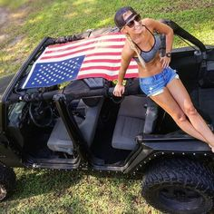 Women who love Jeeps make up a unique subculture within the culture of Jeep enthusiasts that are part of a larger group or culture of enthusiasts. These women are like-minded, embrace new people and Jeep 4x4, Jeep Truck, Trucks And Girls, Car Girls, Honda Civic, Peugeot, Crossfit, Jeep Baby, Mercedes Benz