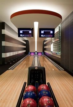 Home Bowling Alley-If It's Hip, It's Here: Modern Luxury Living - The Architecture & Interior Design of the Balance Hill House. Home Entertainment, Dream Home Design, My Dream Home, Home Bowling Alley, Best Man Caves, Design Living Room, House On A Hill, Luxury Living, Modern Luxury