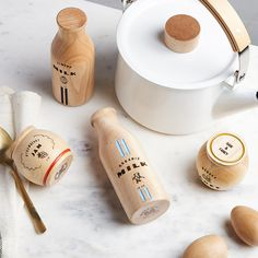 Founded by mother, Shari Raymond, in 2017 to provide children with American made, non-toxic, battery-freeand heirloom-quality toys designed to last generations, Milton and Goose is quickly becoming famous for their play kitchens. Each one is expertly crafted by Amish artisans in Lancaster, Pennsylvania from sustainable Baltic birch and solidNorth American maple, and topped with water-based, low-VOC, and HAPs-freefinishes making them as gorgeous as they are safe. The Milton & Goose Dairy P