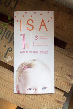 Uitnodiging verjaardagsfeestje Isa 1 jaar - Ontwerp door Leesign #meisje #uitnodiging #celebrations #leesign #invitation