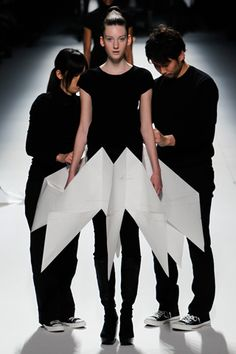 Issey Miyake Fall 2011 Ready-to-Wear Collection Slideshow on Style.com Origami