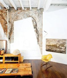 Layer by layer, a crumbling 18th-century flat in the middle of Barcelona finds new life at the hands of architect Benedetta Tagliabue.Photo by Gunnar Knechtel.
