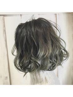 【AnFye.dueldo】ウェーブボブ × ミントグラデーションカラー Short Permed Hair, Medium Short Hair, Permed Hairstyles, Wavy Hair, Short Hair Cuts, Medium Hair Styles, Dyed Hair, Curly Hair Styles, Digital Perm Short Hair