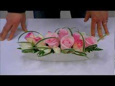 月刊フローリスト2013年5月号How to Do 動画~ミスカンサステクニック編~How to arrangement flowers and. Arte Floral, Deco Floral, Floral Design, Modern Floral Arrangements, Wedding Flower Arrangements, Ikebana, Flower Vases, Flower Art, Japanese Flowers