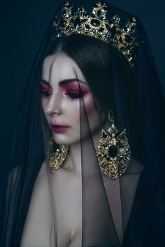 fantasy photography queen on Behance Fantasy Photography, Portrait Photography, Fashion Photography, Dark Queen, White Queen, Queen Queen, Queen Aesthetic, Foto Portrait, Photo Reference