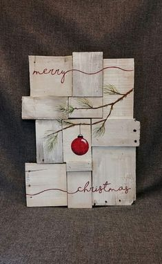 Totally Inspiring Farmhouse Christmas Decoration Ideas To Makes Your Home Stands Out 22 interesting christmas gifts, make christmas gifts, christmas gifts ideas for coworks Noel Christmas, Winter Christmas, All Things Christmas, Christmas Ornaments, Christmas Signs On Wood, Rustic Christmas Crafts, Ornaments Ideas, Pallet Christmas, Rustic Crafts