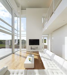 Image 2 of 41 from gallery of Oxfordshire Residence / Richard Meier & Partners. Photograph by Hufton+Crow Richard Meier, Richard Neutra, Home Interior Design, Interior Architecture, Lac Michigan, Bungalow, Raised House, Le Corbusier, Duplex