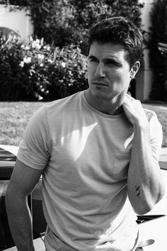 Galore Mag | We Talk Fiancé & Bucket List With 'THE DUFF' Actor Robbie Amell