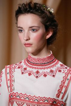 Valentino Spring 2015 Couture Collection Fashion Show Details– Style Couture, Couture Details, Fashion Details, Couture Fashion, Runway Fashion, Fashion Show, Fashion Design, Fashion Spring, London Fashion