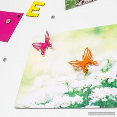 Egal zu welcher Jahreszeit; diese farbenfrohen Metallschmetterlinge zaubern Frühlingsgefühle und gute Laune auf Ihre Magnettafel.
