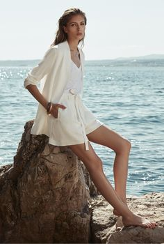 Weekend in Paradise! You don't have to be curvy to appear feminine. Digg into Reiss SS16 lookbook to discover how.