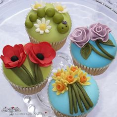 So love these flower cupcakes especially the one with the caterpillar, so cute!
