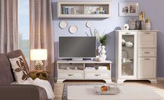 Pokój dzienny TIFFANY, woodline krem  Jasne meble kolekcji Tiffany sprawią, że pokój dzienny będzie świetlisty, przytulny i niezwykle przestronny. Woodline krem jest kolorem bezpiecznym i uniwersalnym, wszystko do niego pasuje. Meble można zatem łączyć z dodatkami we wszelakich kolorach. Zarówno z pastelami, które sprawią, że aranżacja będzie prezentować się delikatnie, jak również z mocnymi barwami. #meble #dom #wnetrza #wystrój #mieszkanie