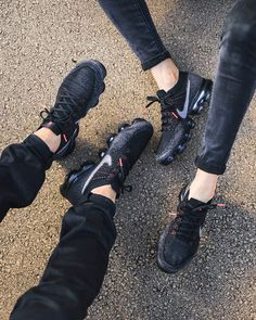 E I G E N A R T I G | @gitranegie Best Sneakers, All Black Sneakers, Sneakers Nike, Sneaker Games, Supreme Shoes, Nike Vapormax Flyknit, Nike Sportswear, Flight Outfit, Black Dark