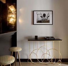 we do design.pl - Lifestyle Interior Design : Paris St Honore Goossens Paris, wall lamp, applique, Hubert Le Gall, Sonate console, black and white, noir et blanc, bronze doree, gold guilded bronze, ardoise, iris nobile aqua di parma, brass stools,