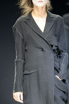 Yohji Yamamoto Spring 2009 Ready-to-Wear - Details - Gallery - Style.com