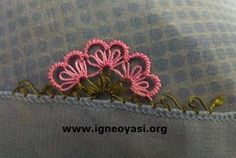 This Pin was discovered by Sul Knitted Poncho, Knitted Shawls, Baby Knitting Patterns, Crochet Unique, Piercings, Knit Shoes, Needle Lace, Moda Emo, Sweater Design