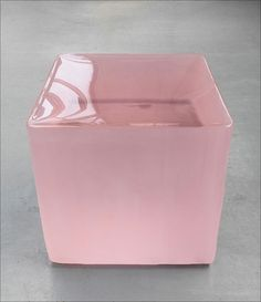 Roni Horn's pink tons at Tate Modern. Tate Modern Gallery, Modern Art, Contemporary Art, Contemporary Sculpture, Pantone 2016, Co Working, Art Moderne, Art Object, Pink Aesthetic