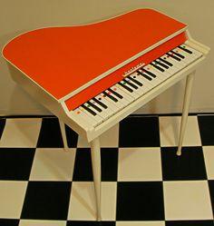 Bontenpi社のビンテージトイピアノです。イタリー製はトイピアノもポップデザイン!長脚でスタイリッシュですね。ピッチも正確でなく音質も均一ではないです...