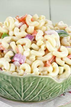 Classic Macaroni Salad Side Dish Recipe with mayonnaise, sugar, mustard, onion, … Amish Macaroni Salad, Classic Macaroni Salad, Pasta Dishes, Food Dishes, Main Dishes, Pasta Recipes, Salad Recipes, Mayonnaise Recipe, Best Appetizers