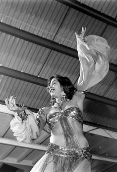 راقصة مصرية في الخمسينات